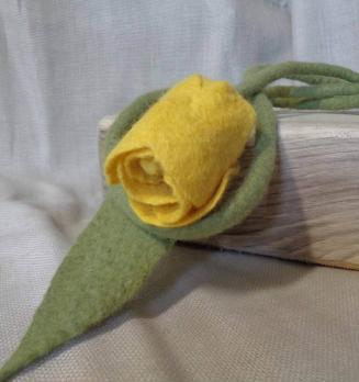 Валяное украшение ( пояс, колье) Желтый тюльпан
