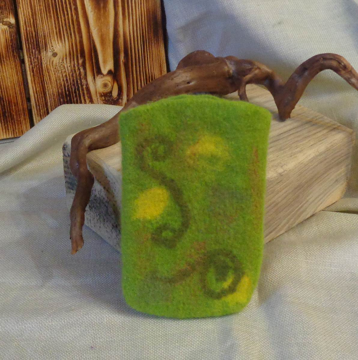 Валяный чехол для телефона Солнце в зелени
